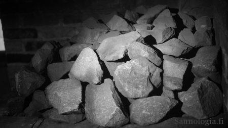 Tällaisiin savukiukaan lohkareisiin sukulaiseni vaihtoivat itse maastosta kerätyt kivet.