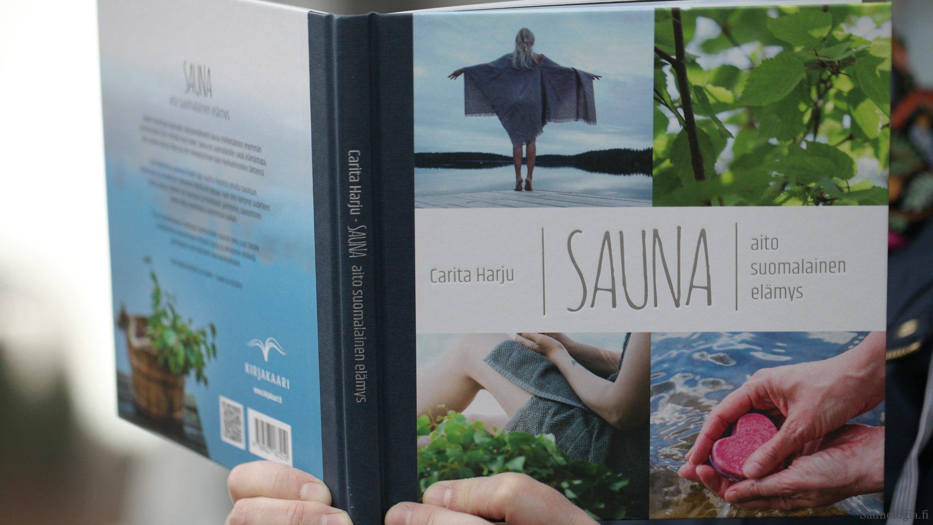 Kirja-arvio: Carita Harju – Sauna aito suomalainen elämys
