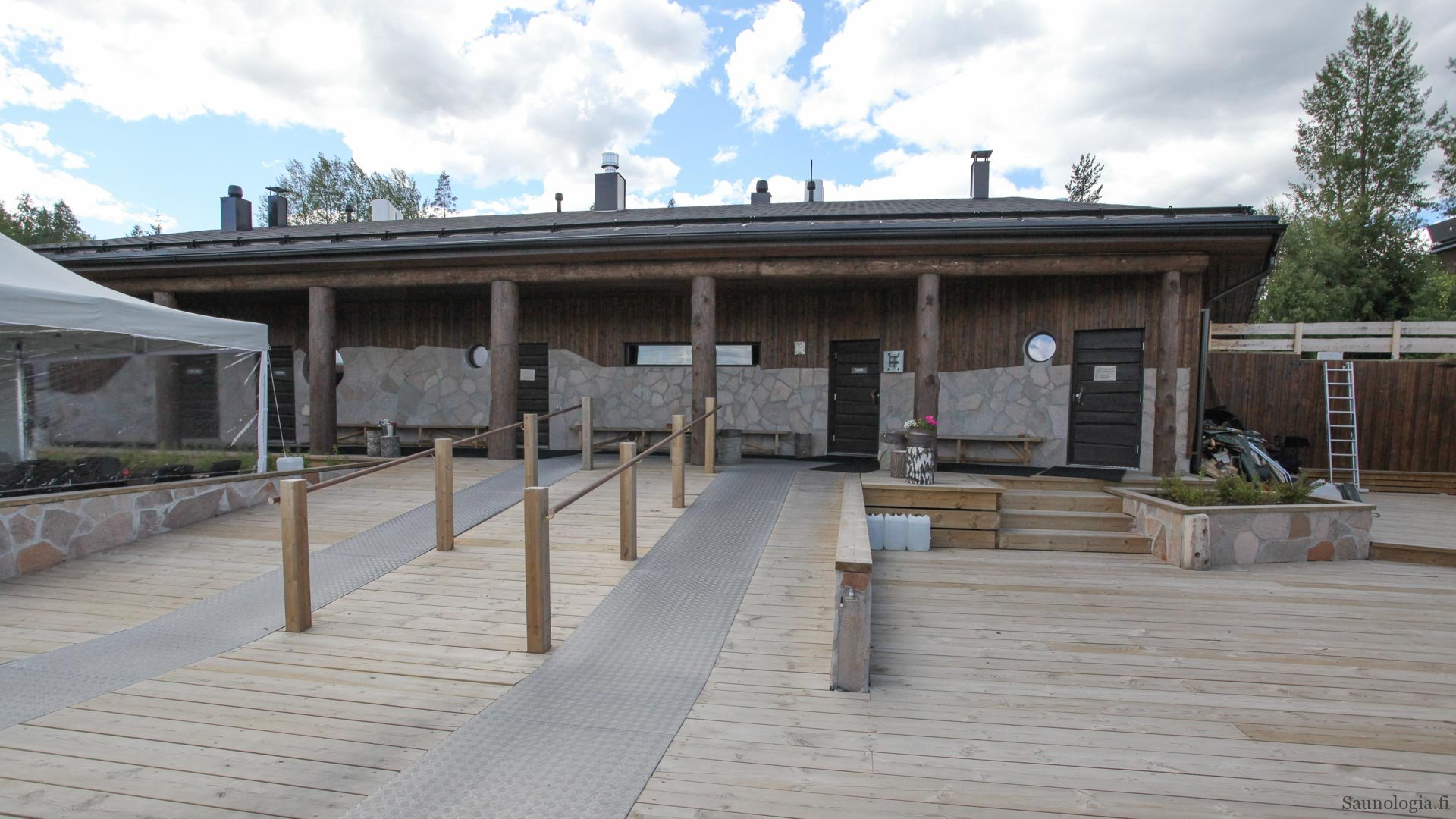 170831-tykkimaen-sauna-iso-terassi