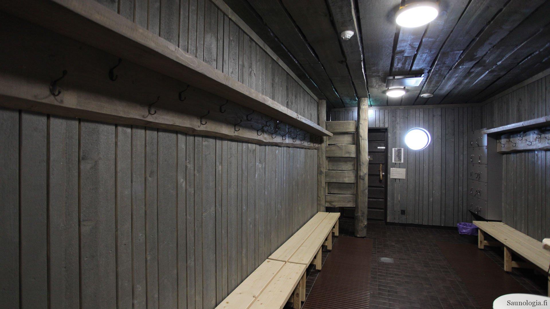 170831-tykkimaen-sauna-pukuhuone-tilaa
