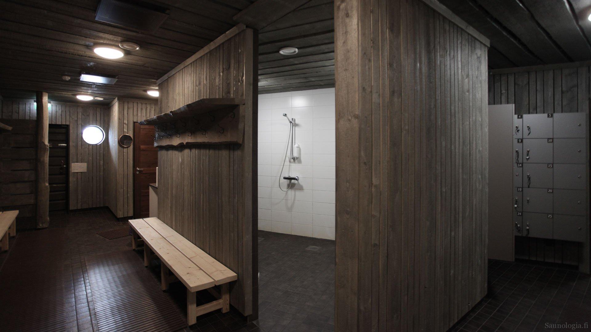 170831-tykkimaen-sauna-pukuhuone+suihkut