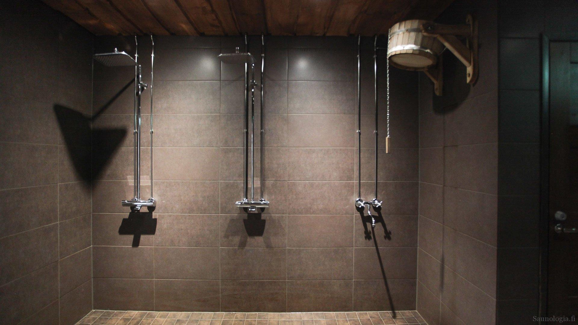 170831-tykkimaen-sauna-saunan-suihkut