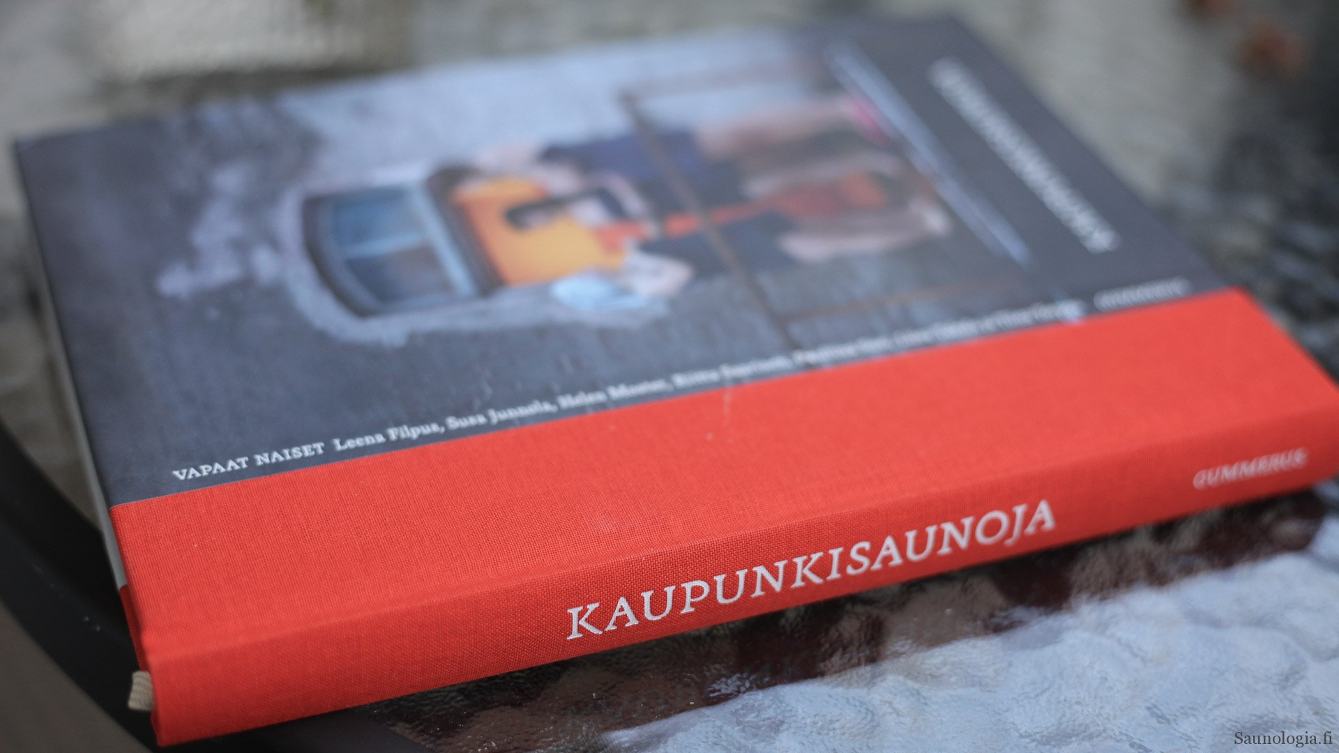 Kirja-arvio: Kaupunkisaunoja vie matkalle Suomen yleisiin saunoihin