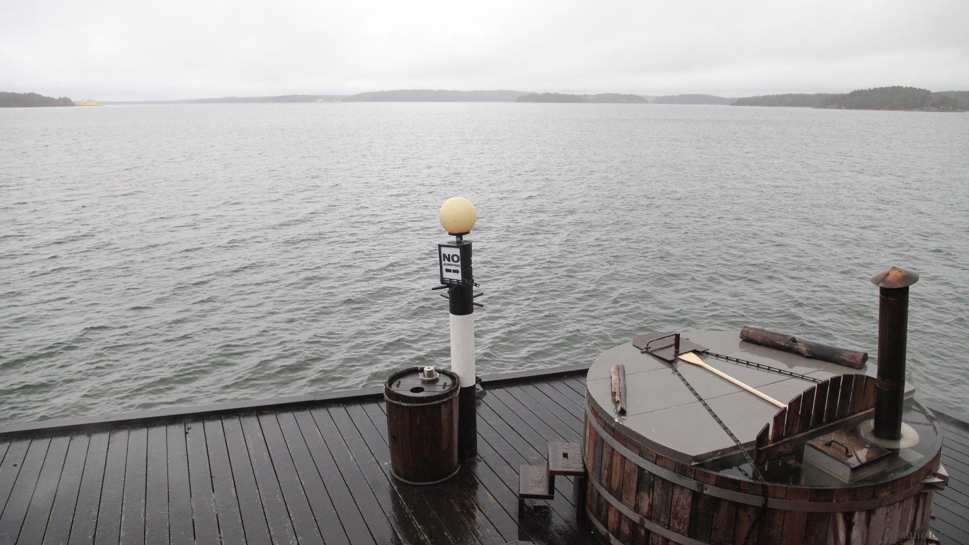 Snorkel Hot Tube paljussa kamina on vedessä