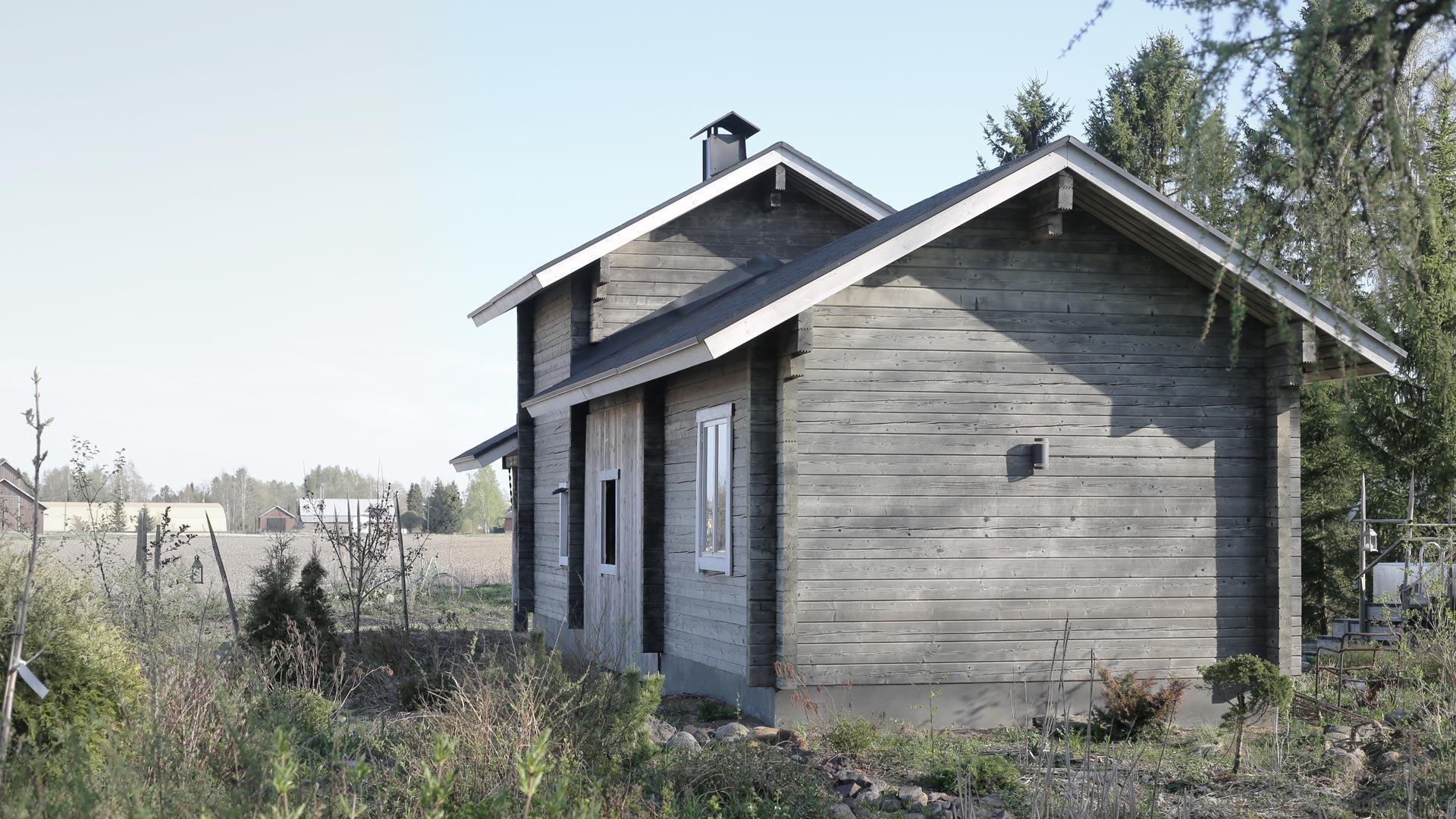 EasyAuvo pellettikiuas lämmittää Suomen vähäpäästöisintä savusaunaa