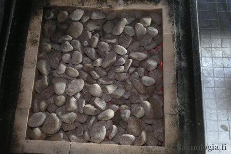 180724-jukolan-sauna-punahehkuiset-kivet_9975
