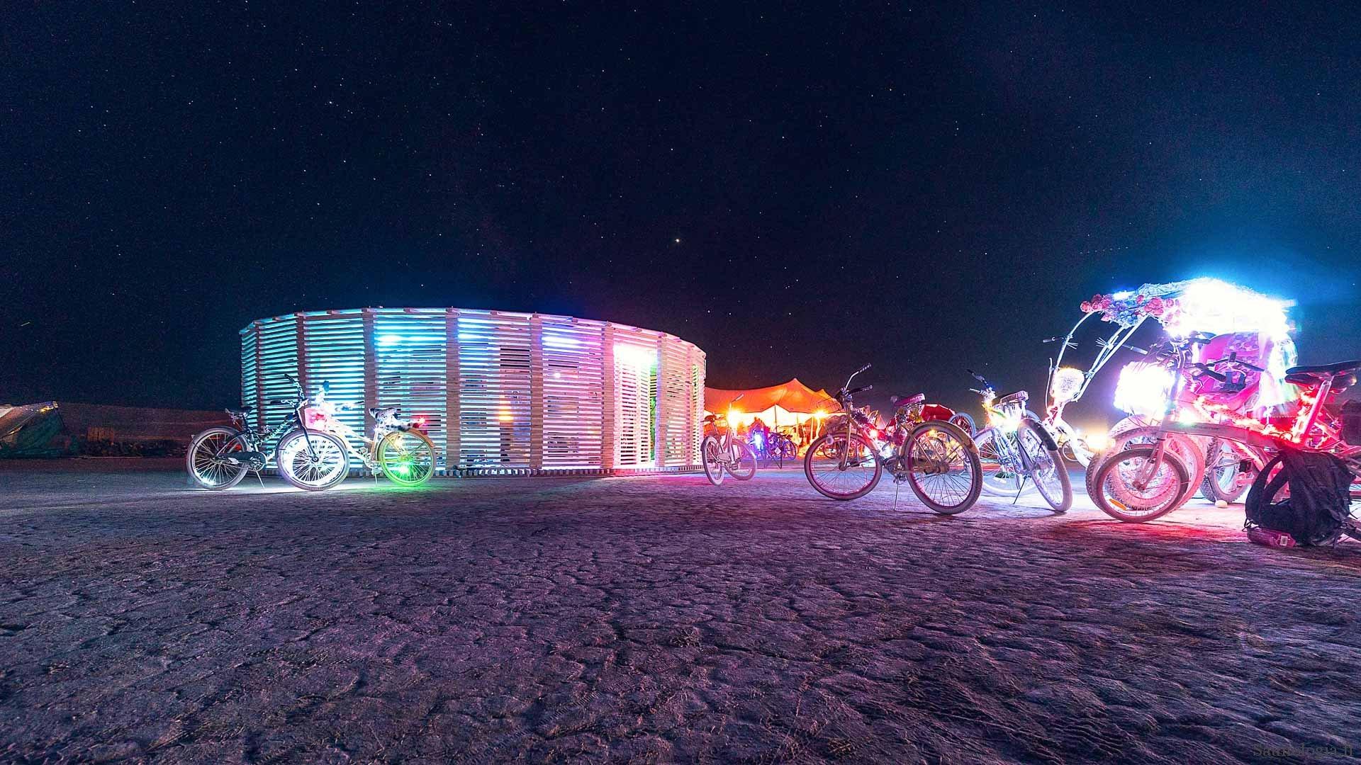 Suomisauna Nevadan aavikolla – Burning Man 2019
