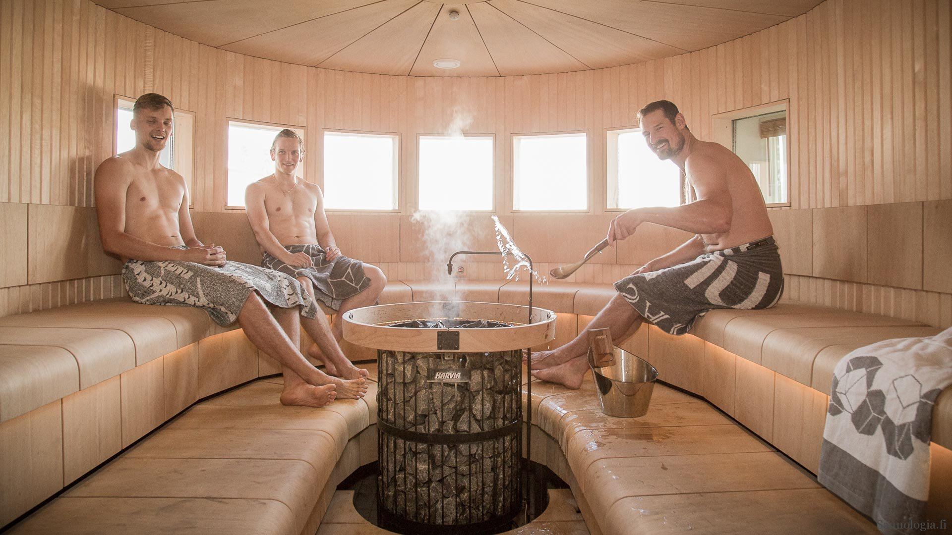 Three reasons why the health benefits of sauna only come with a proper sauna