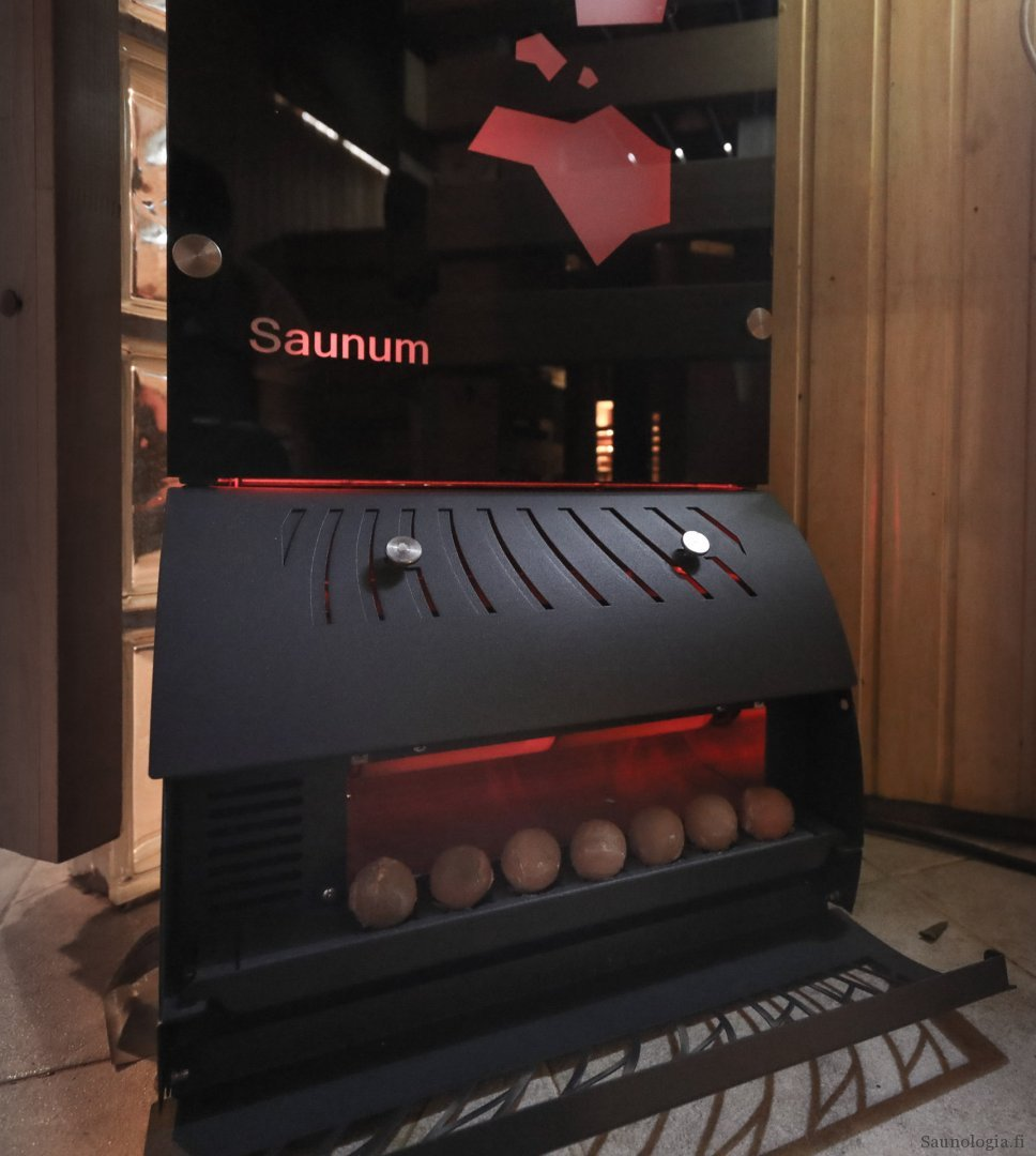 200810-saunum-base-red-lights-0131