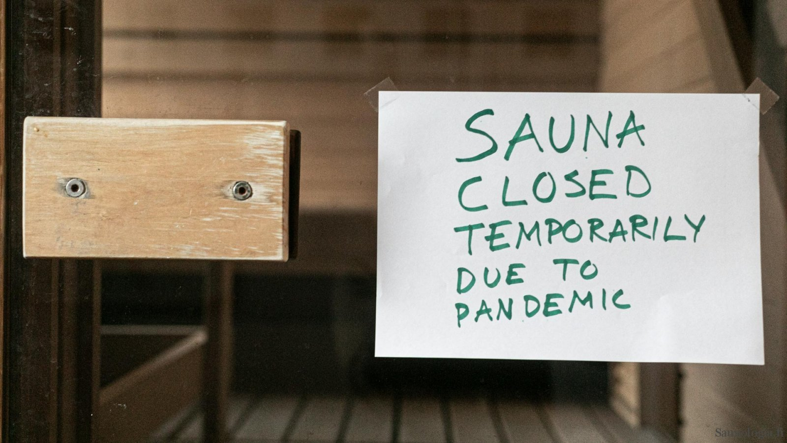 Photo of sauna closure notice