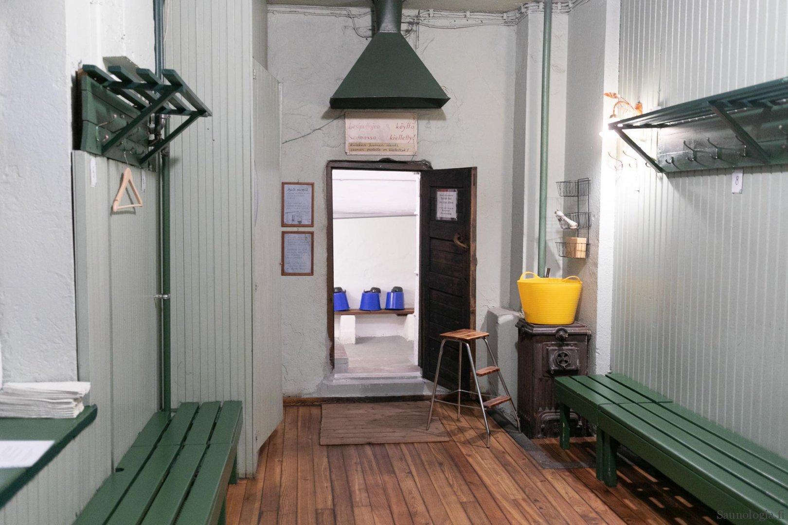valokuva Rajaportin sauna pukuhuone naisille