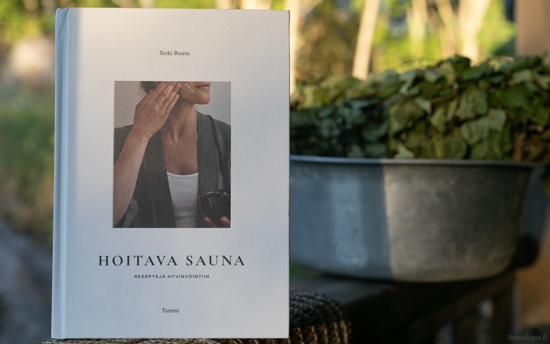 Kirjaesittely Terhi Ruutu Hoitava sauna